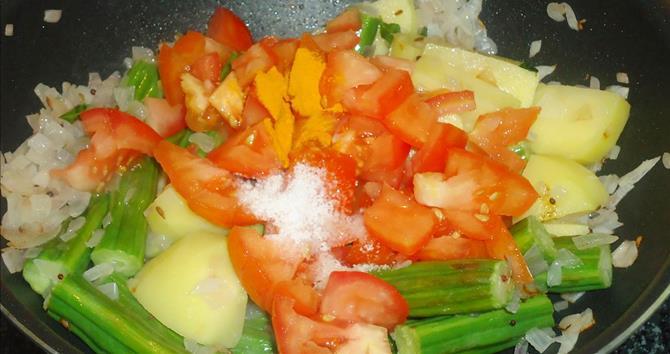 addition of tomatoes salt