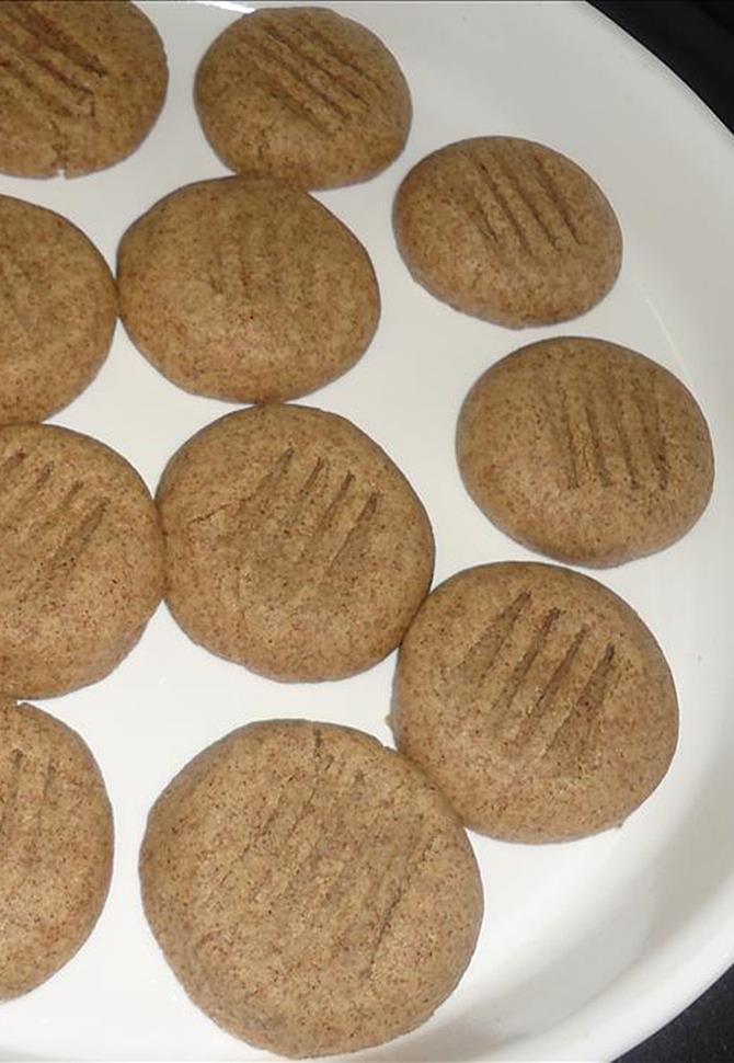eggless ragi biscuit