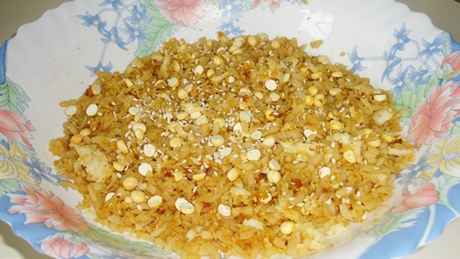 mixing sweet poha
