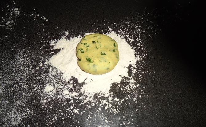 dusting flour for aloo methi paratha