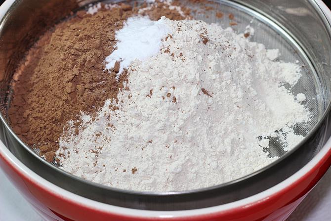 prepare the flours for eggless chocolate banana cake
