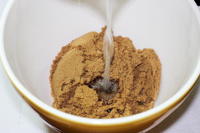 addition of sugar in eggless chocolate banana cake