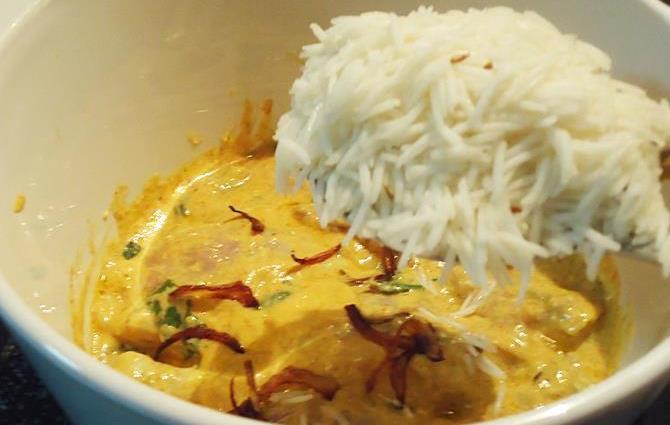 Hyderabadi chicken biryani recipe how to make chicken biryani recipe layering rice for making hyderabadi chicken biryani recipe forumfinder Gallery