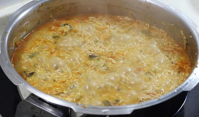 cooking basmathi rice for easy chicken biryani recipe