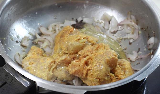 sauteing meat for easy chicken biryani recipe