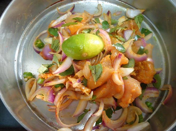 resting marinade for 20 mins to make chicken pakora recipe