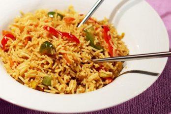 Singapore fried rice recipe | Spicy singapore veg fried rice recipe