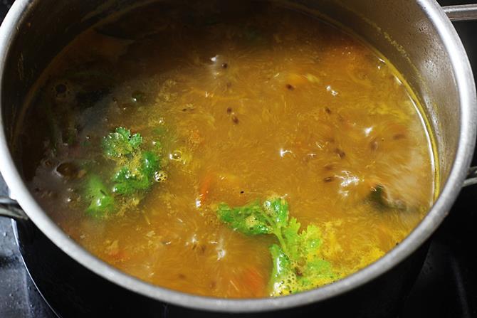 simmering water to make tomato rasam