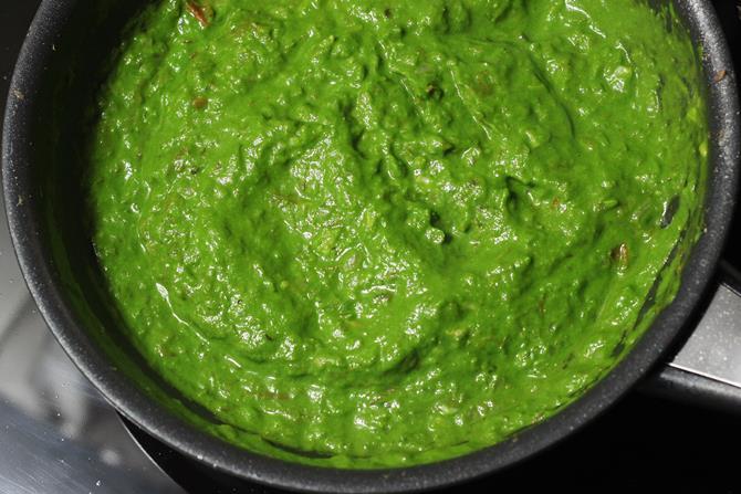 mixing gravy with puree