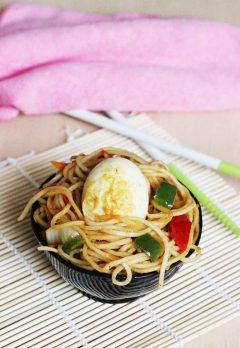 egg fried noodles recipe | chinese egg fried noodles recipe