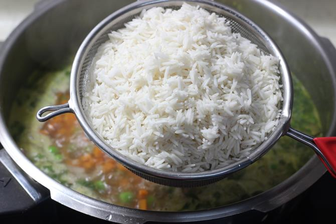 addition of rice in paneer pulao recipe