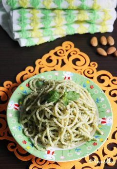vegetarian spaghetti recipe (with almond mint pesto)