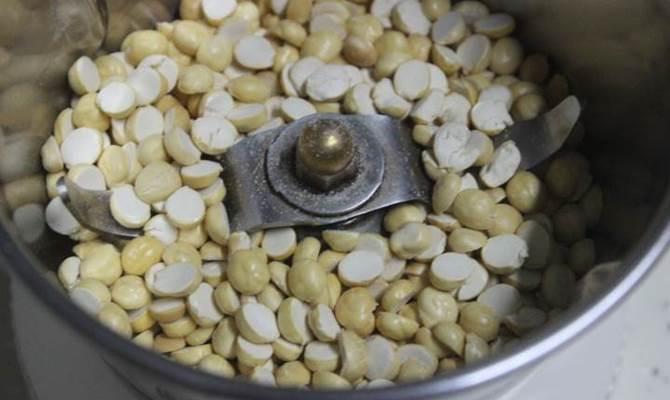 powdered fried gram in jar for making sagu recipe