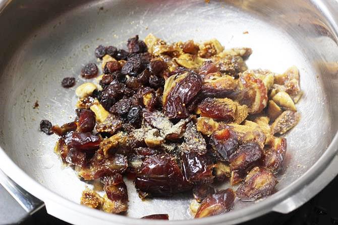 addition of dates, raisins to make anjeer barfi recipe