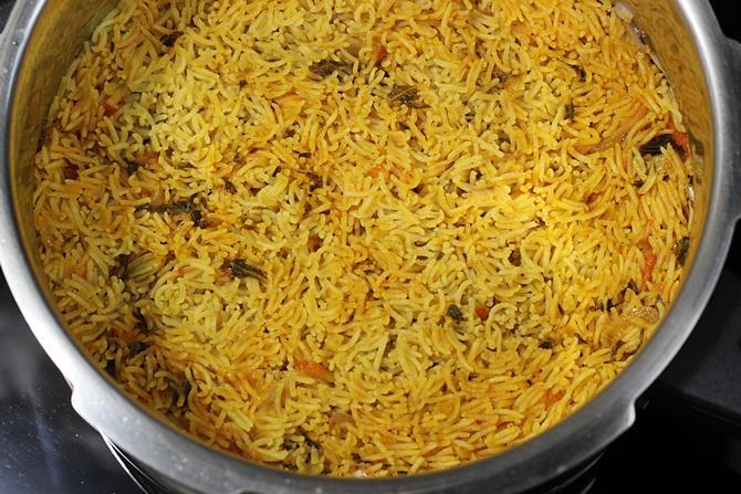 plain biryani rice fluffed up