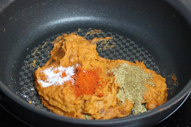 addition of spice powders for paneer tikka masala