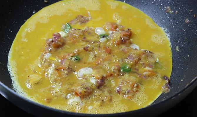 pour the beaten eggs to make anda bhurji