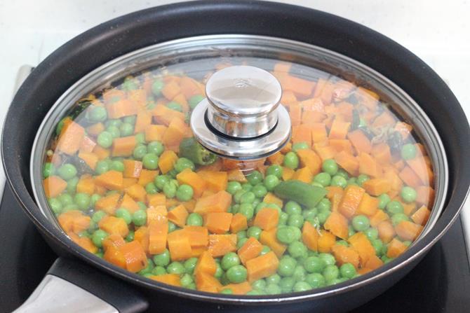cooking veggies till al dente for carrot fry recipe step 3