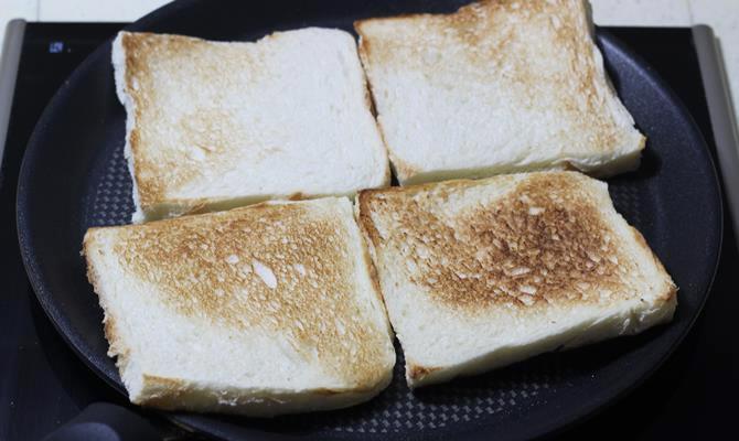 toasting bread for egg bhurji sandwich recipe