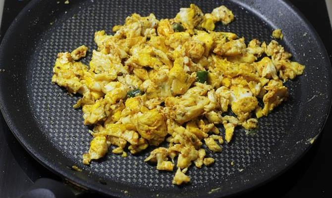 mixing scrambled egg sandwich recipe