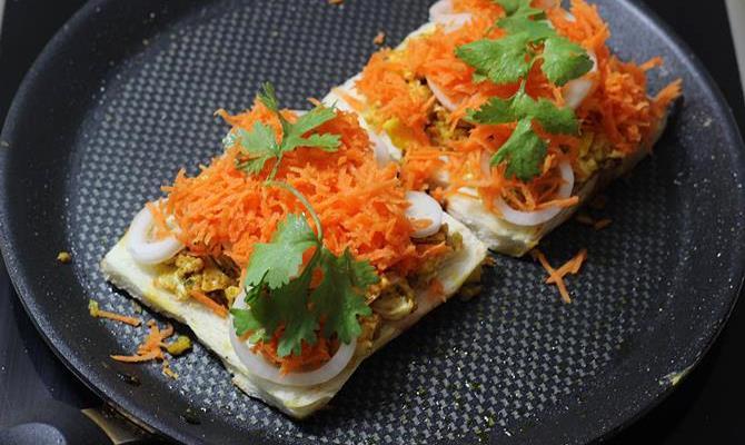 layer veggies in scrambled egg sandwich recipe