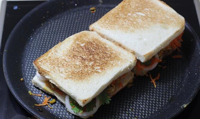 cover scrambled egg sandwich recipe 9