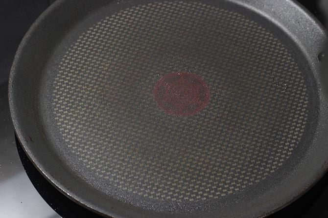 greasing pan for dosa