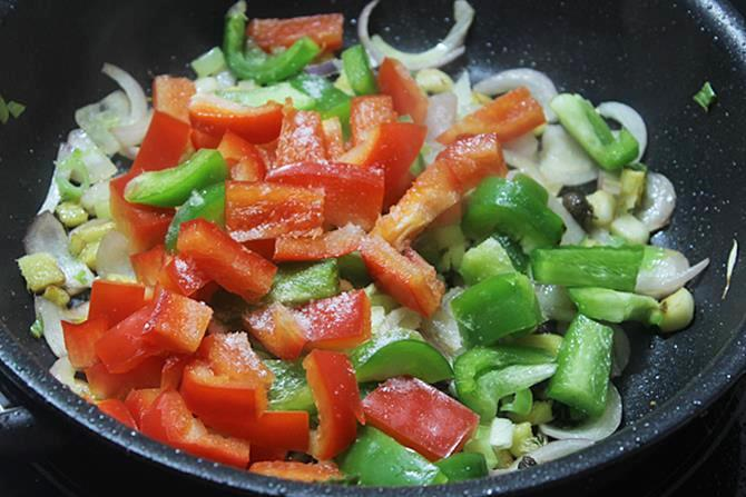 addition of bell peppers to make schezwan chicken