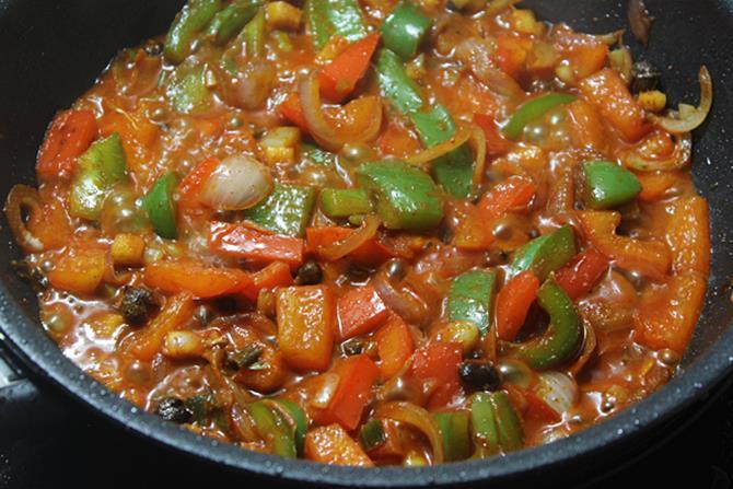 thickened sichuan sauce to make schezwan chicken recipe