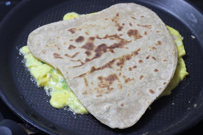 layering eggs on anda paratha recipe