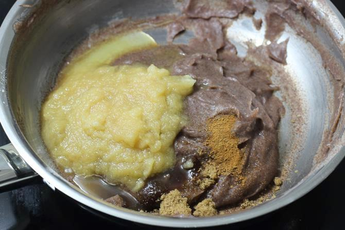 addition of ghee in apple ragi halwa recipe
