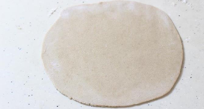 rolling egg paratha recipe