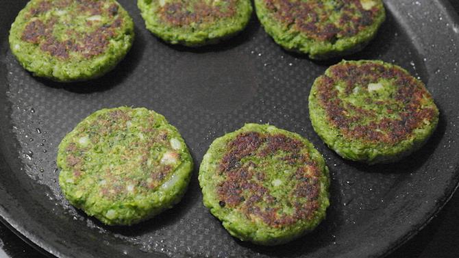 shallow fried patties to make hara bhara kabab