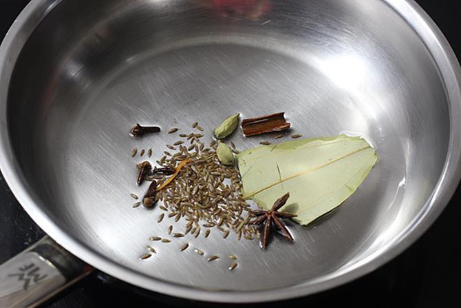 saute spices in oil for egg kurma recipe