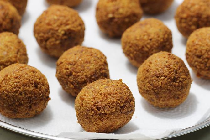 draining fried falafel balls in kitchen tissue