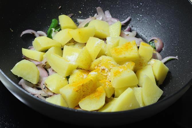 addition of turmeric salt in potato curry recipe for masala dosa