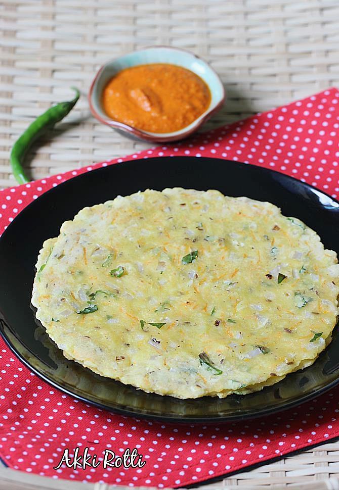 karnataka style akki roti with chutney swasthi