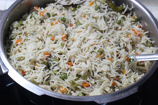 Garnish pulao made in cooker
