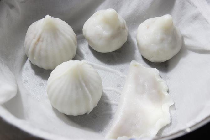 steaming kozhukattai