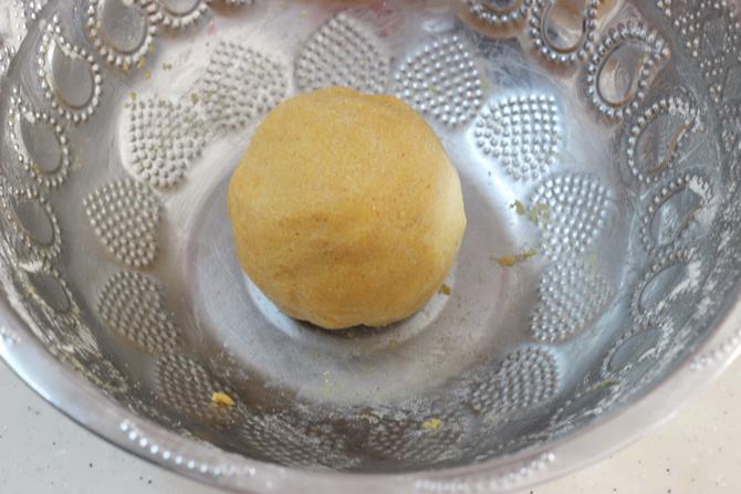 making non sticky dough for omapodi