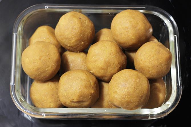 balls of poornam for bobbatlu