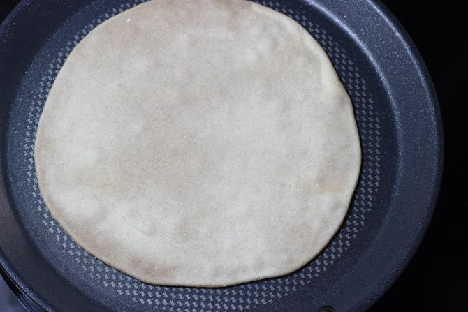 cooking on tawa in puran poli recipe