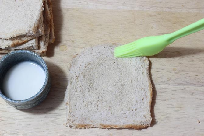 cornflour to seal paneer bread roll