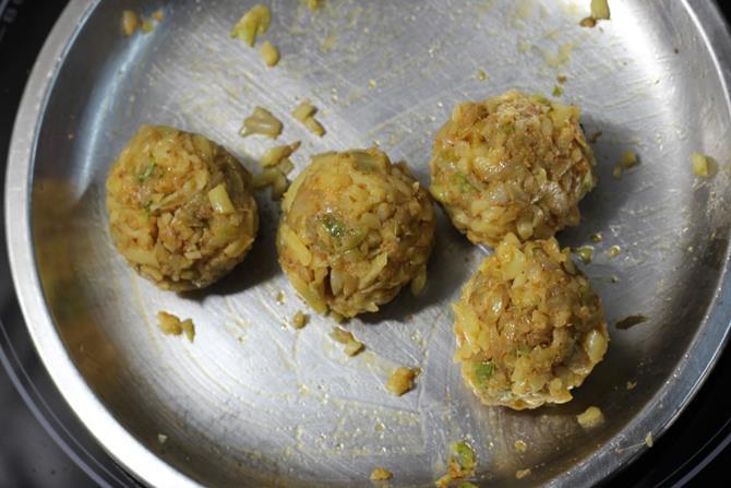 cabbage cheese paratha recipe 06
