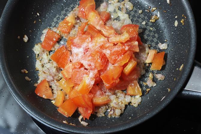 cook tomatoes to make matar mushroom recipe