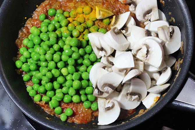 addition of peas to make mushroom curry