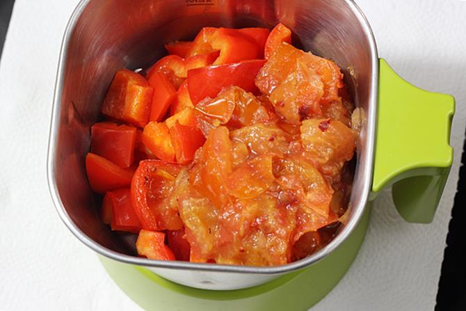blending tomatoes