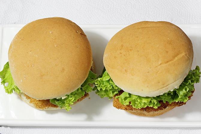 preparing mayo for zinger burger recipe