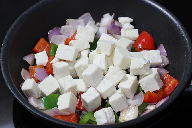 sauteing veggies for kadai paneer recipe