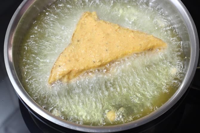 deep frying bread pakora